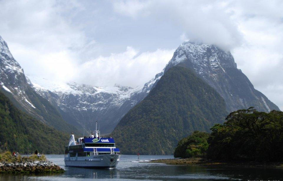 Milford Soundin vuonoristeily, Uusi-Seelanti